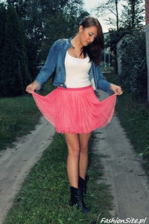 różowa spódnica z tiulu