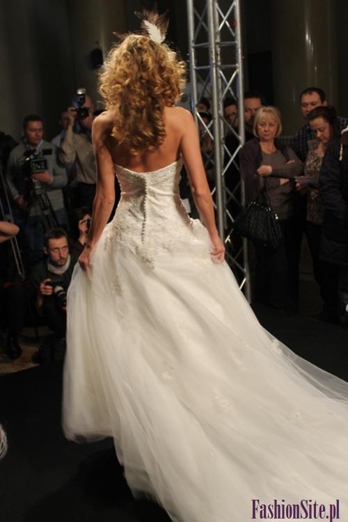 modna suknia ślubna 2013 7