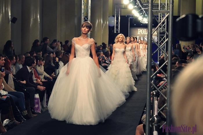 najmodniejsza suknia ślubna