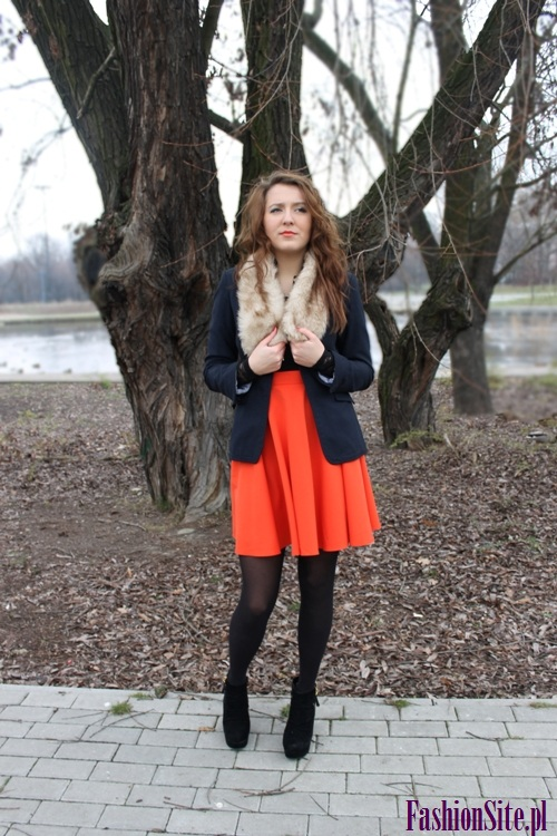 stylizacja z pomarańczową spódnicą