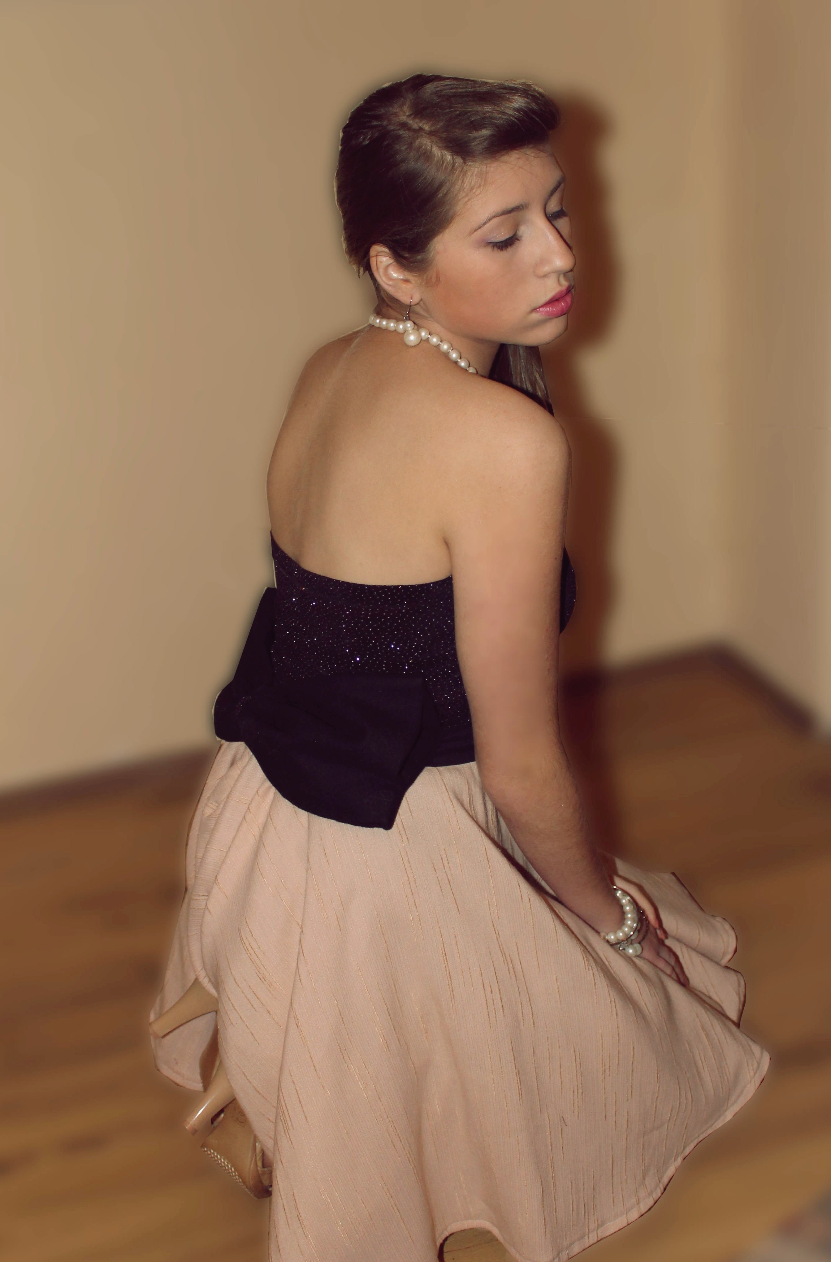 pudrowa sukienka