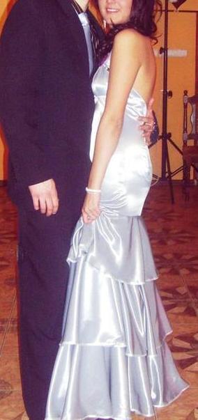 srebrna długa sukienka studniówkowa
