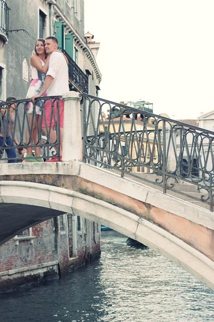 zdjecie na mostku w wenecji