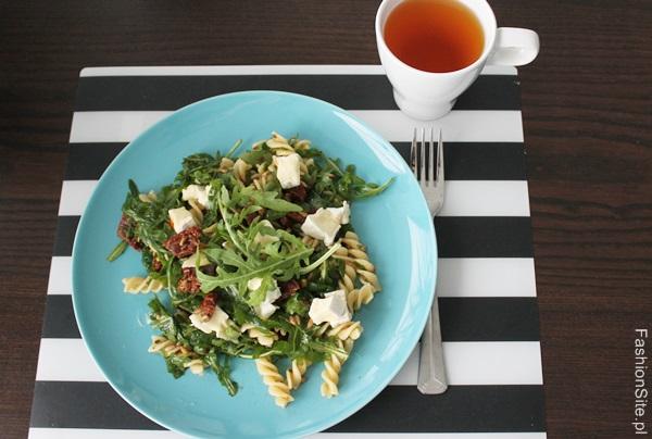 salatka-z-rukola-suszone-pomidory