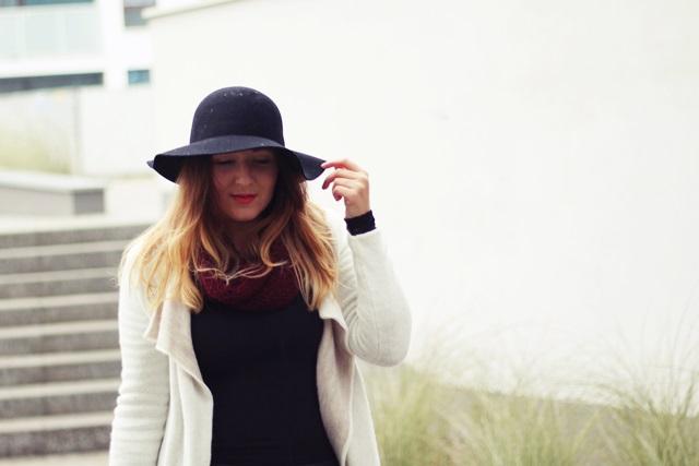kapelusz-stylizacja-bordo