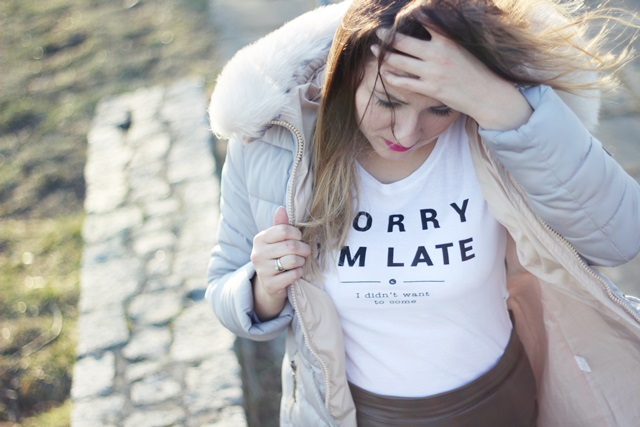 stylizacja biały tshirt