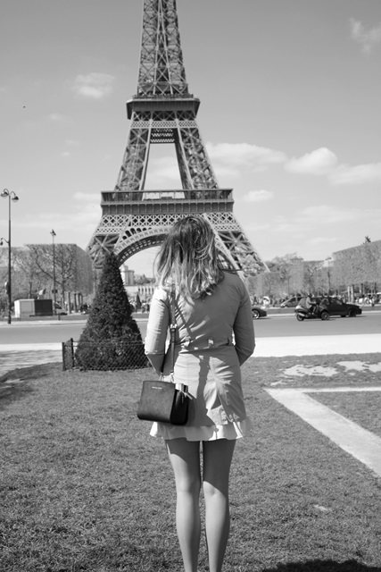 woman in paris foto
